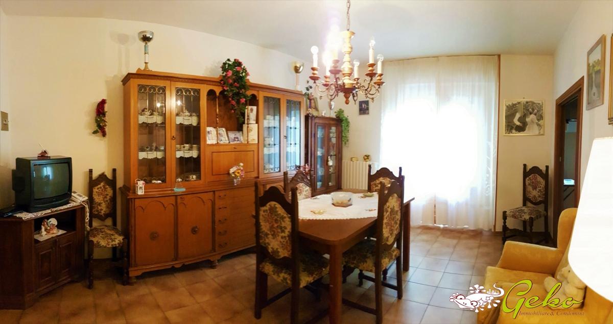 Vendita appartamenti san gimignano appartamento 100 mq for Giardino 100 mq
