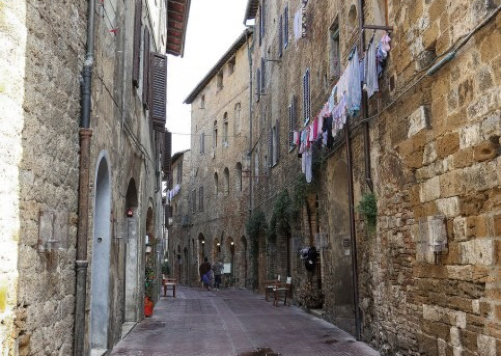Rent Offices, Shops and restaurants San Gimignano - Office for rent - 35 sqm with wc - inside historical center  Locality