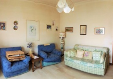 apartment 100 sqm with terrace , basement and parking close to the Centre