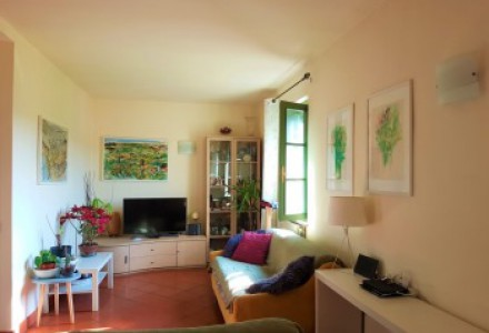 Flat 110 sqm with swimming pool and garage next historical centre